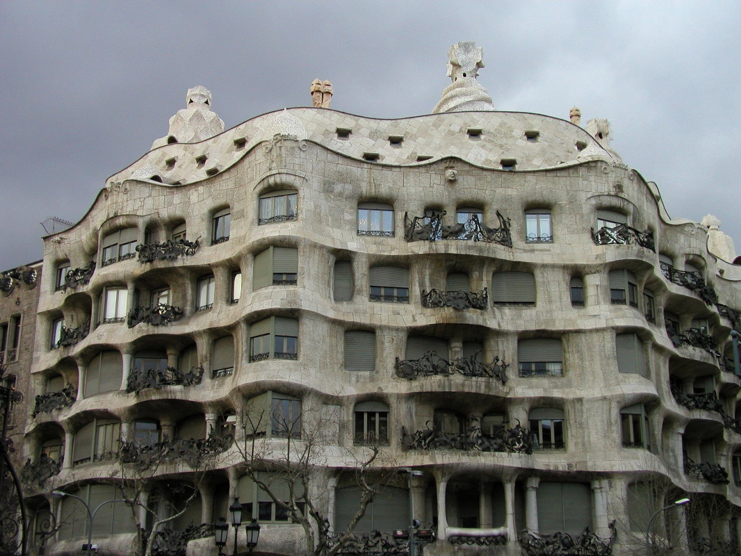 Antonio gaudi ten for Architecture gaudi