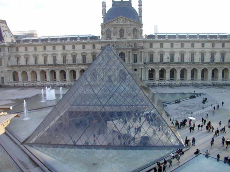 Les pyramides du monde P3021302%20Louvre%20Pyramid